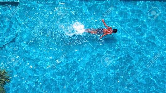 atlet yang berenang