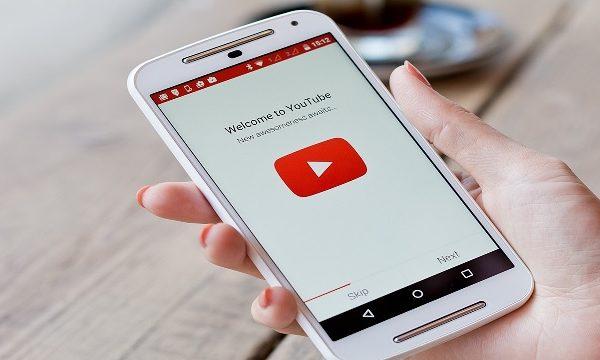 Cara Memutar YouTube Sambil Membuka Aplikasi Lain di Ponsel Anda