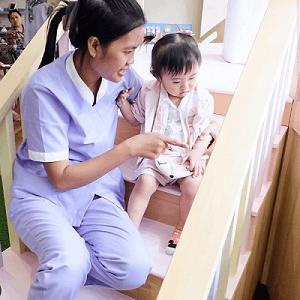 Tips Memilih Baby Sitter Terbaik Untuk Anak