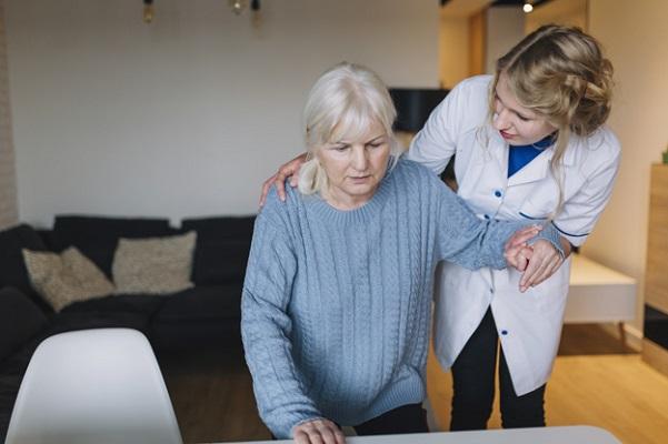 Berikut Keuntungan Menggunakan Perawat Home Care Lansia