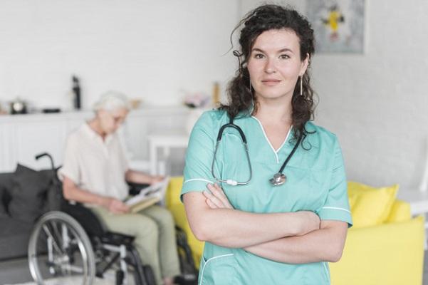Perawat Lansia Harus Memiliki 6 Sifat Ini