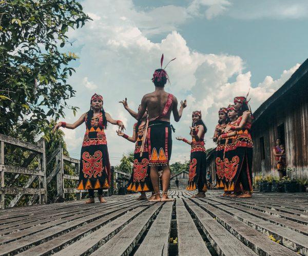 4 Fakta Menarik Pakaian Adat di Indonesia yang Jarang Diketahui